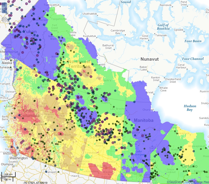 The MNR's Canadian Wildland Fire Information System showing active fires and fire zones.