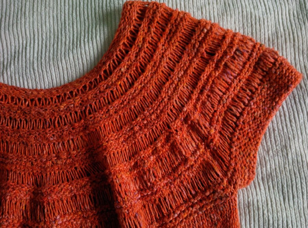 Detail of drop-stitch yoke top. Click pic for pattern.